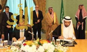 وزير التجارة يوقع 3 اتفاقيات شراكة بين المملكة والجزائر