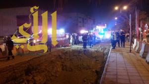 نجاة عائلة سقطت سيارتهم في حفرة عميقة شمال ببريدة