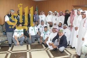 جمعية الكشافة العربية السعودية تقلّد محافظ محايل منديل رسل السلام
