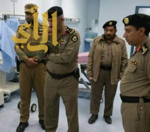 مدير شرطة عسير يزور رجل أمن مصاب أثناء أداء واجبه بالعرين