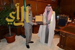 أمير عسير يستقبل مدير السجون بالمنطقة