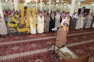أمير عسير يتقدم المصلين لصلاة الاستسقاء بأبها