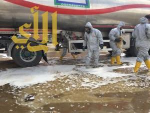 مدني خميس مشيط يتدخل لتسرب وقود الكيروسين من ناقلة تريلة