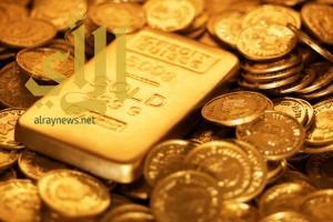 هبوط الدولار يقفز بالذهب ليسجل أعلى مستوى للأسبوع الخامس