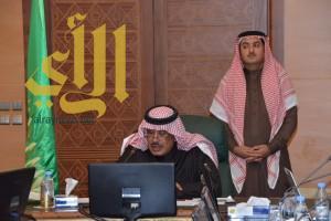 أمير الباحة يناقش مشروعات الإسكان بالمنطقة