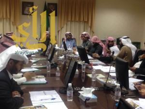 المجلس البلدي بظهران الجنوب يعقد جلسته الاولى في دورتة الثالثة