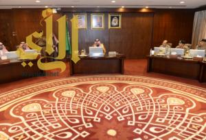 أمير عسير يترأس اجتماع لجنة الدفاع المدني الرئيسية