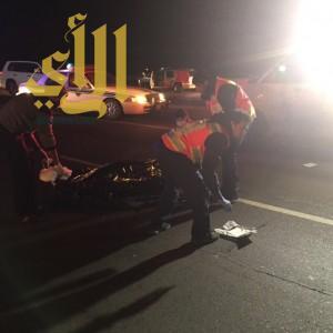 وفاة مقيم دهساً وإصابة آخرين إثر إنقلاب مركبتهم بطريق ضباء