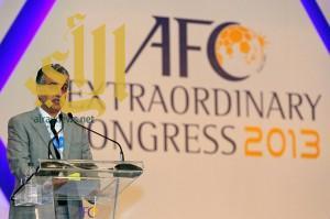 رئيس الاتحاد الآسيوي يبحث رفع الحظر عن الملاعب العراقية