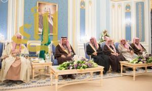 خادم الحرمين الشريفين يستقبل الأمراء ومفتي عام المملكة والعلماء وجموعاً من المواطنين