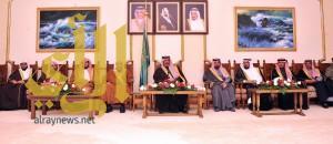 أمير الباحة ينوه بجهود الحكومة خلال لقاءه بالأهالي ومدراء الدوائر الحكومية