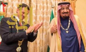 الملك سلمان يقلد الرئيس المكسيكي وسام المؤسس.. ويتقلد وسام (نسر الأستيك)