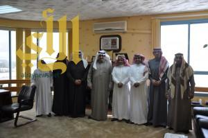 الأمير نواف بن محمد يبحث تطوير ألعاب القوى مع تعليم عسير