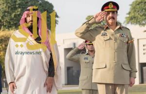 ولي ولي العهد يجتمع مع قائد الجيش الباكستاني