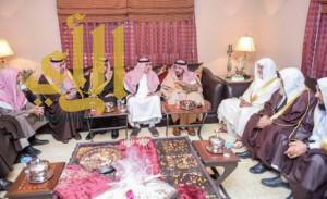 أمير القصيم يزور ذوي شهيد الواجب الحوشاني