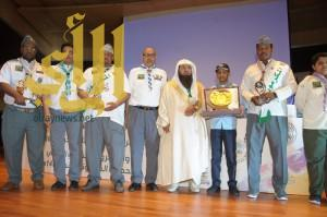 وزير التعليم يٌكرم الشبل الفائز على مستوى الوطن العربي في الرسم