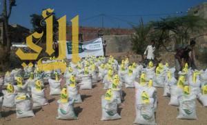 مركز الملك سلمان للإغاثة يوزع 4000 سلة غذائية لمديرية جبل حبشي في تعز