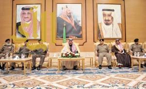 أمير الباحة يكرم عدد من رجال الأمن والمواطنين