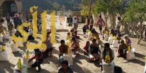 مركز الملك سلمان للإغاثة يوزع 4000 سلة غذائية في مديرية المسراخ