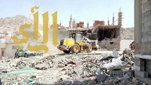 بلدية الشوقية بمكة المكرمة تزيل سبعة مباني مخالفة