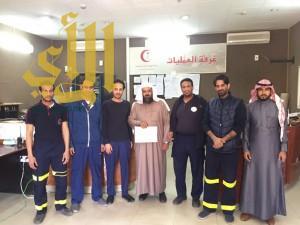 مدير الهلال الأحمر بالقصيم يكرم الأحمد نظير عمله الإنساني