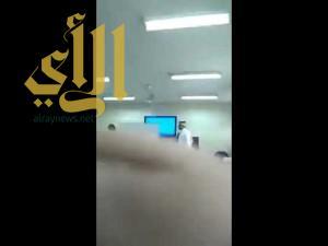 بالفيديو .. إيقاف معلم ضرب طالباً في إحدى المدارس بجدة