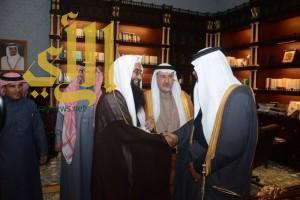 أمير منطقة الباحة يستقبل شيخ قبائل بني كبير والمعلم سالم الغامدي