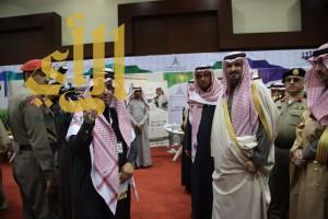 أمير الجوف يكرم المعهد السعودي التقني لخدمات البترول بدرع تذكاري