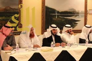 مدير عام الشؤون الإسلامية بعسير يعقد اجتماع مع مدراء الإدارات والمكاتب