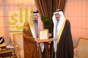 أمير عسير يستقبل الأمين العام المكلف لدارة الملك عبد العزيز
