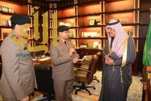 """أمير """"الباحة"""" يقلد آل هادي والغامدي رتبهم الجديدة"""