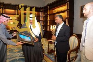 """أمير """"الباحة"""" يستقبل القنصل العام لجنوب إفريقيا بمكتبه في إمارة الباحة"""