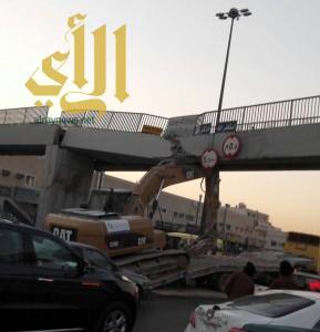 سقوط جسر المشاة على طريق الحائر