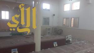 بالصور .. مقذوف حوثي يسقط على مسجد بظهران الجنوب ويودي بحياة الإمام وابنه