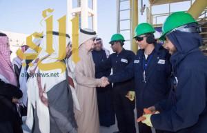 وزير العمل يقف ميدانيا على تجربة سعوديين