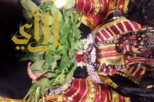 زفة العروس في قرية الباحة تجذب زائرات الجنادرية