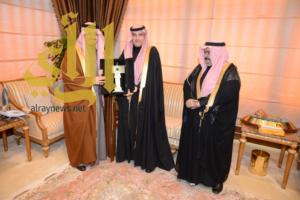 أمير عسير يستقبل رئيس هيئة الإذاعة والتلفزيون