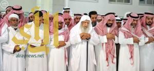 جموع المصلين تؤدي صلاة الميت على حرم صاحب السمو الملكي الأمير ممدوح بن عبدالعزيز