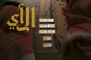 """معرض """"روح القيادة"""" يحتضن ألبوم لأول عملة سعودية ورقية تحمل صورة ملك"""