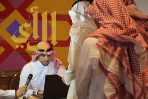 """فريق من المتطوعين يشرف على تنظيم معرض وفعاليات """"الملك فهد"""""""