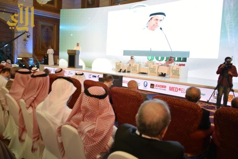 محاضرة الاماراتي حسين عبدالرحمن وكيل وزارة الصحة المساعد لقطاع المراكز والعيادات الصحية