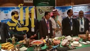 رواد الطائف وزهور جازان هدية زوار معرض رواد الكشافة السعودية في الكويت