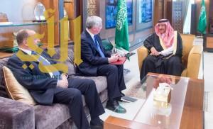 سمو ولي العهد يلتقي وزير الدفاع البريطاني