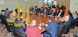 وزير الثقافة والإعلام يلتقي برؤساء تحرير الصحف السعودية