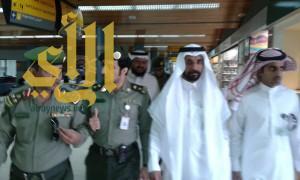 """مدير جوازات """"عسير"""" يتفقد جوازات مطار ابها الإقليمي ويلتقي مدير عام المطار"""