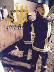 مدني بيشة ينقذ شاب بعد سقوطه في خزان ماء