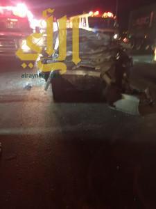 وفاتين وأربع إصابات بحادث سير لعائلة على طريق القصيم