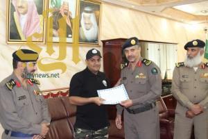 """""""مدني الباحة"""" يكرم فريق السلام التطوعي للبحث والإنقاذ"""