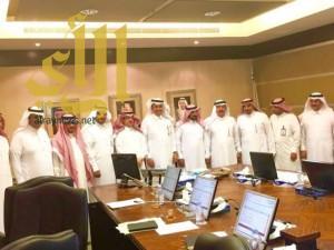 """أمير """"الباحة"""" يناقش زيادة عدد رحلات الطيران بمطار الباحة"""