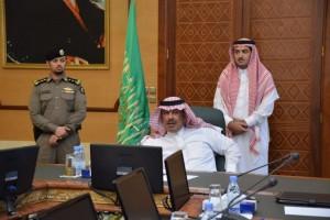 """أمير منطقة """"الباحة"""" يدعو الشباب للإستفادة من العمل التجاري"""